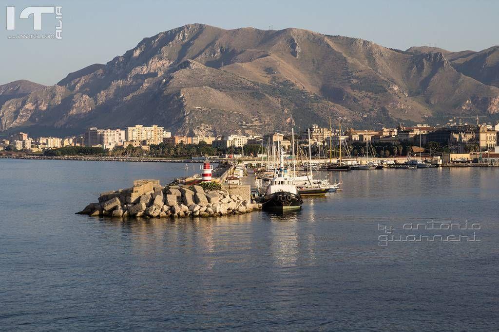Foro Italico visto dal porto di Palermo