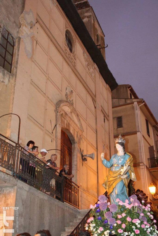 Passaggio davanti la chiesa di sant`Anna. Anno 2011