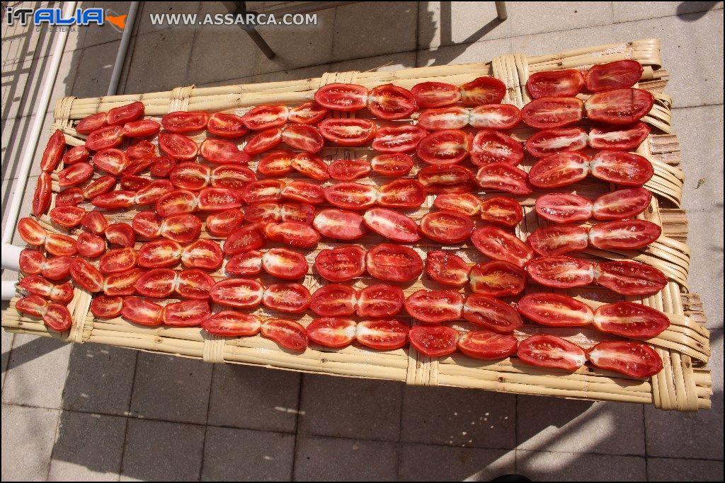 """essiccazione pomodori """" pumadoru sicchi """""""