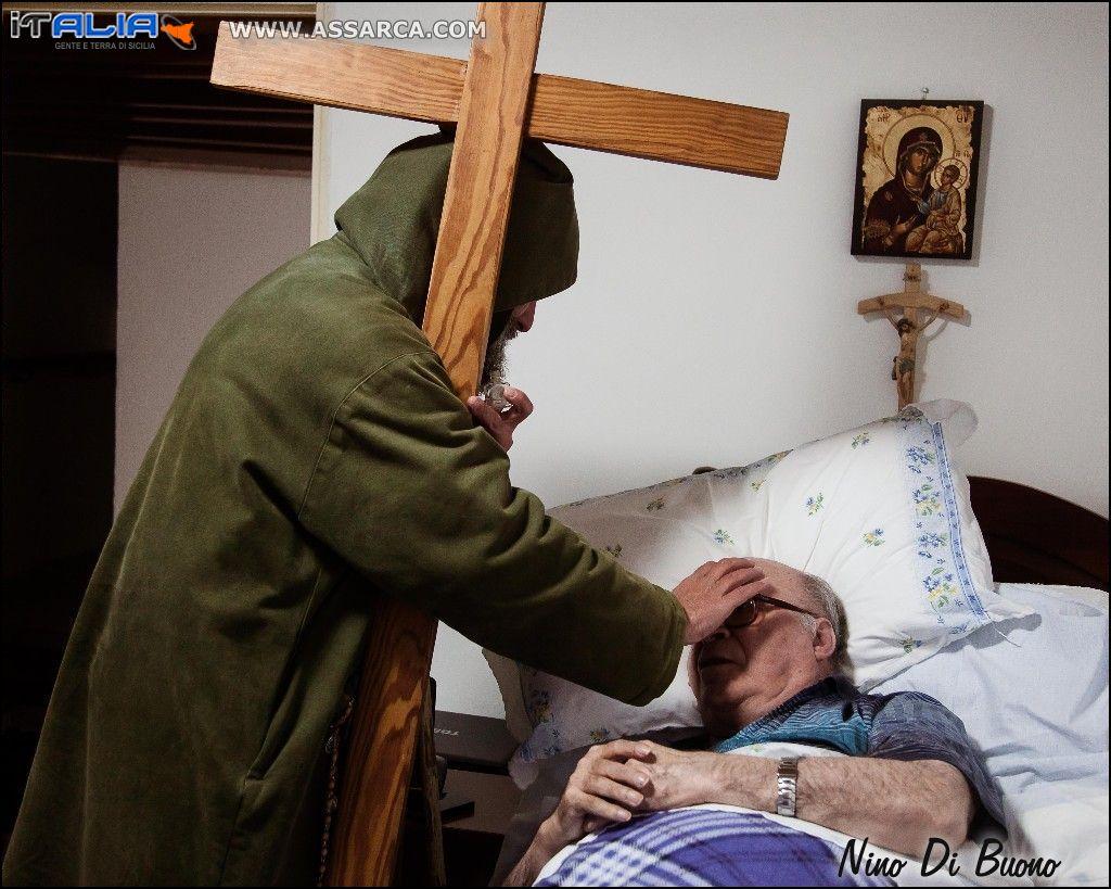 Biagio Conte con Padre Rosolino La Mendola...preghiera