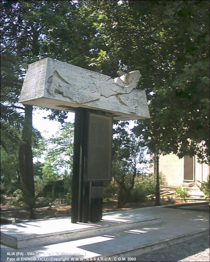 Villa Comunale (Statua ai caduti)