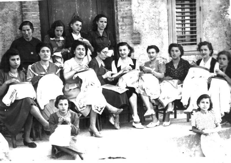 scuola di ricamo 1952 mia mamma
